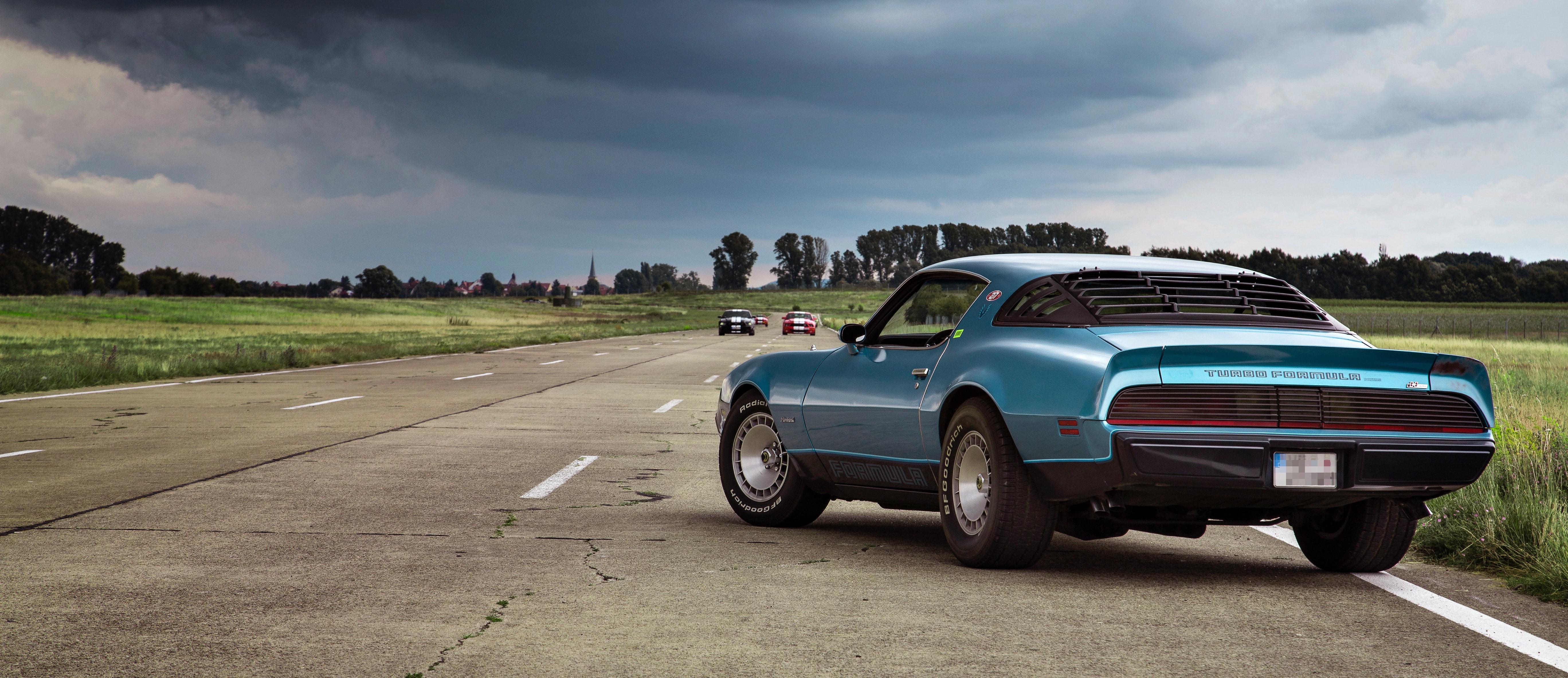 En Mustang på asfalt